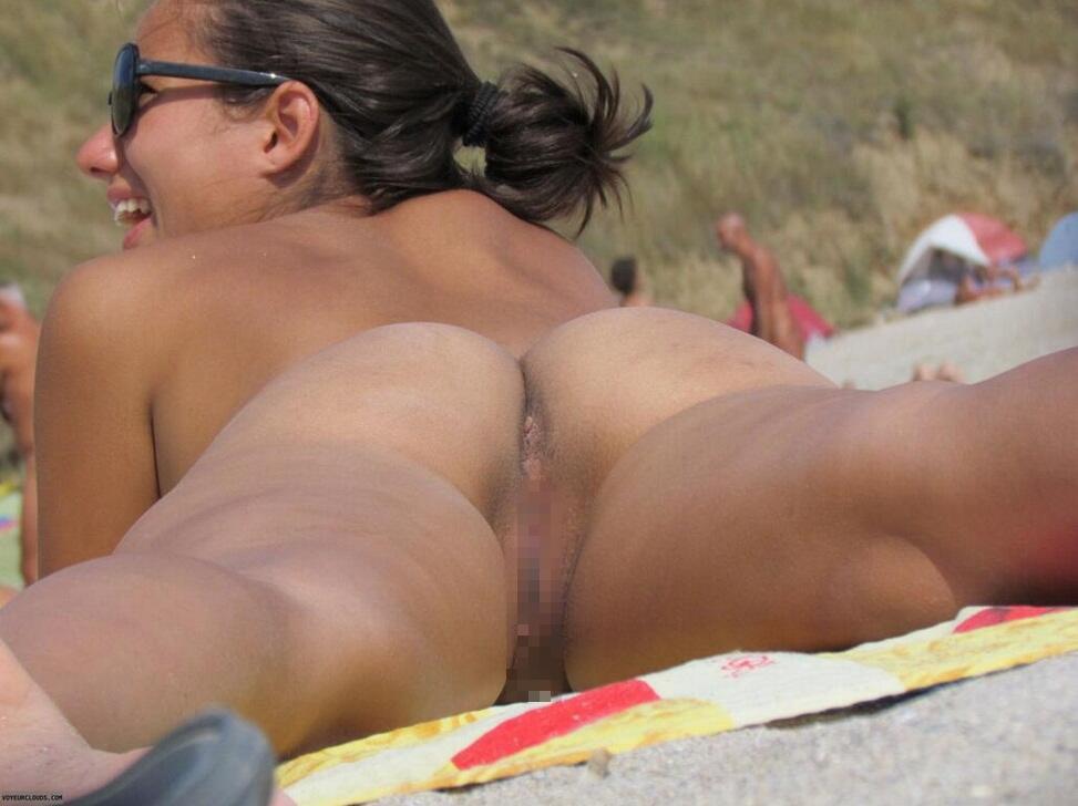 ヌーディストビーチでマムコだけを撮影された女子。。若すぎない??(画像あり)・13枚目