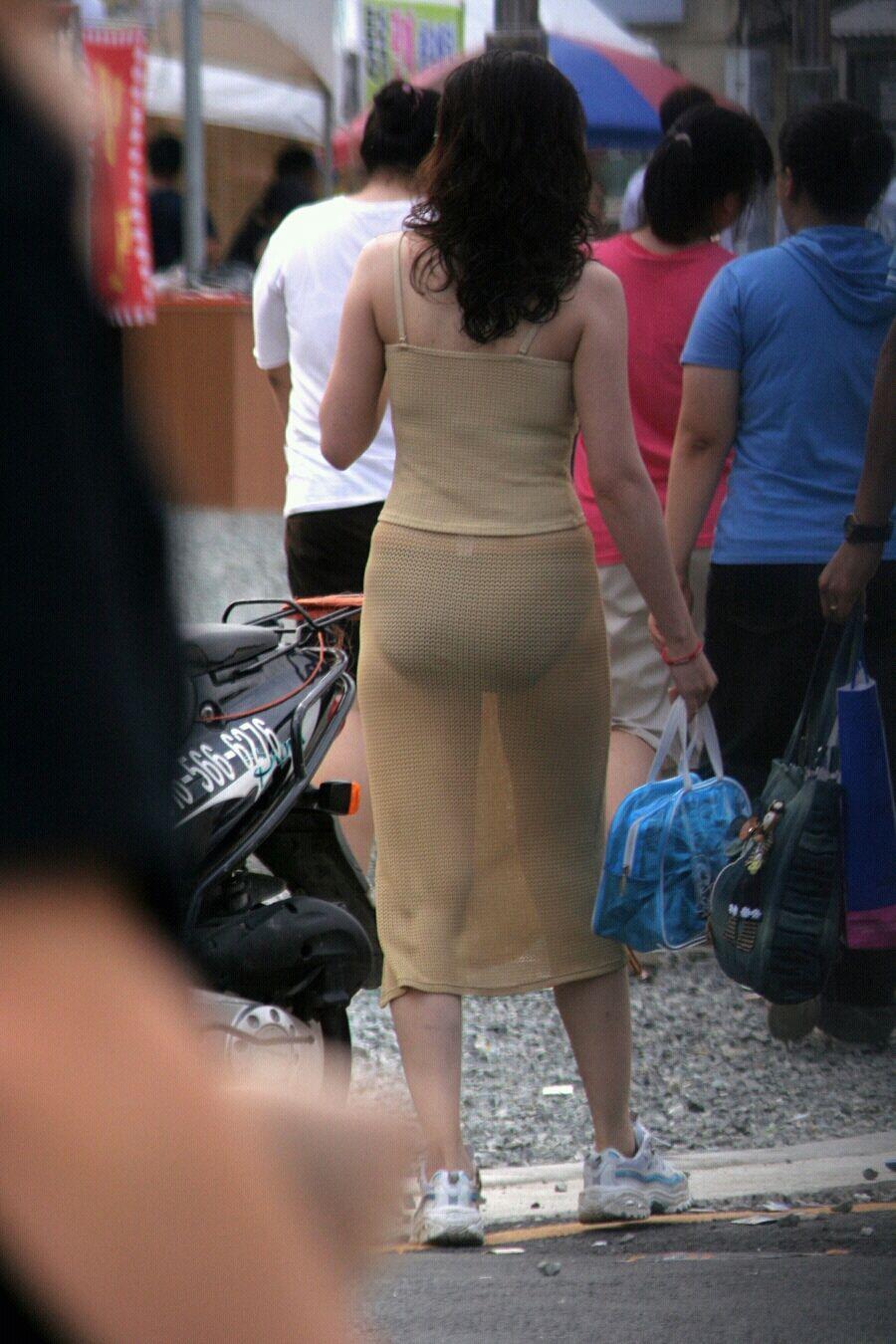 際どいファッションで街中を歩く半露出狂の韓国女性たち(画像25枚)・13枚目