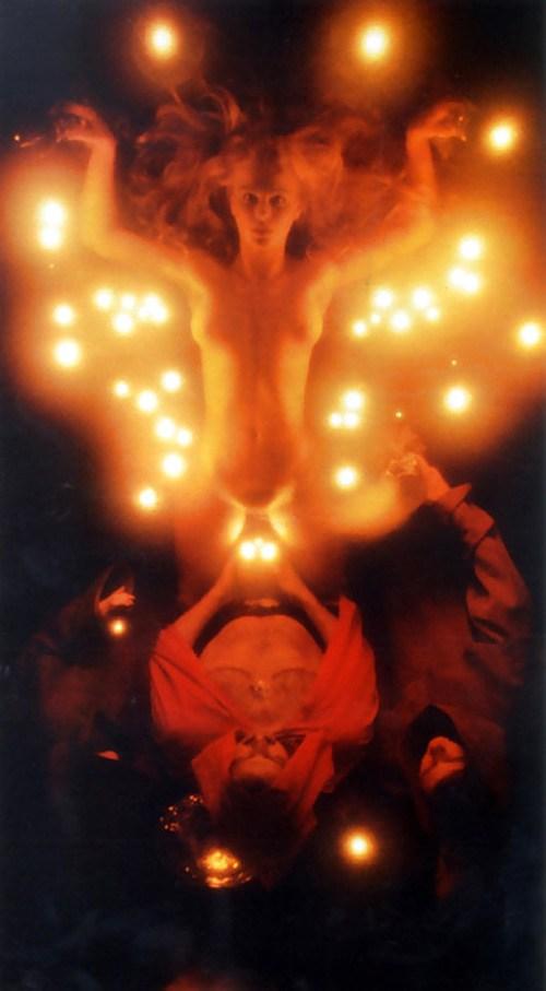 「人身御供」とかいう儀式画像、ガチ杉て怖い。(画像あり)・13枚目