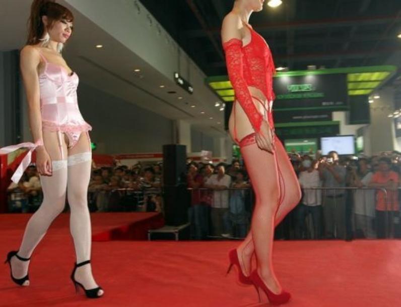 中国の下着モデルさん、がっつりマムコハミ出すwwwwwwww(※画像あり)・12枚目