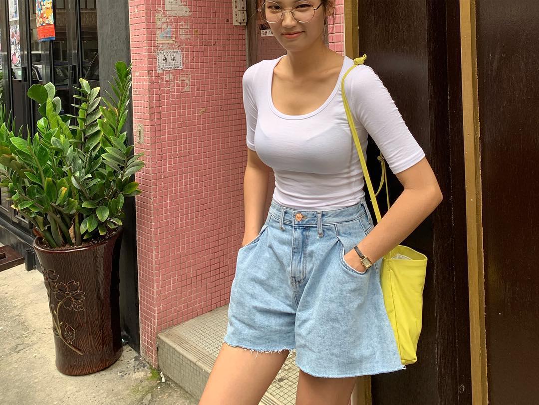 際どいファッションで街中を歩く半露出狂の韓国女性たち(画像25枚)・17枚目