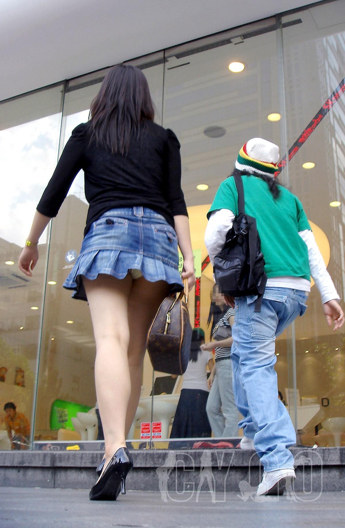 際どいファッションで街中を歩く半露出狂の韓国女性たち(画像25枚)・21枚目