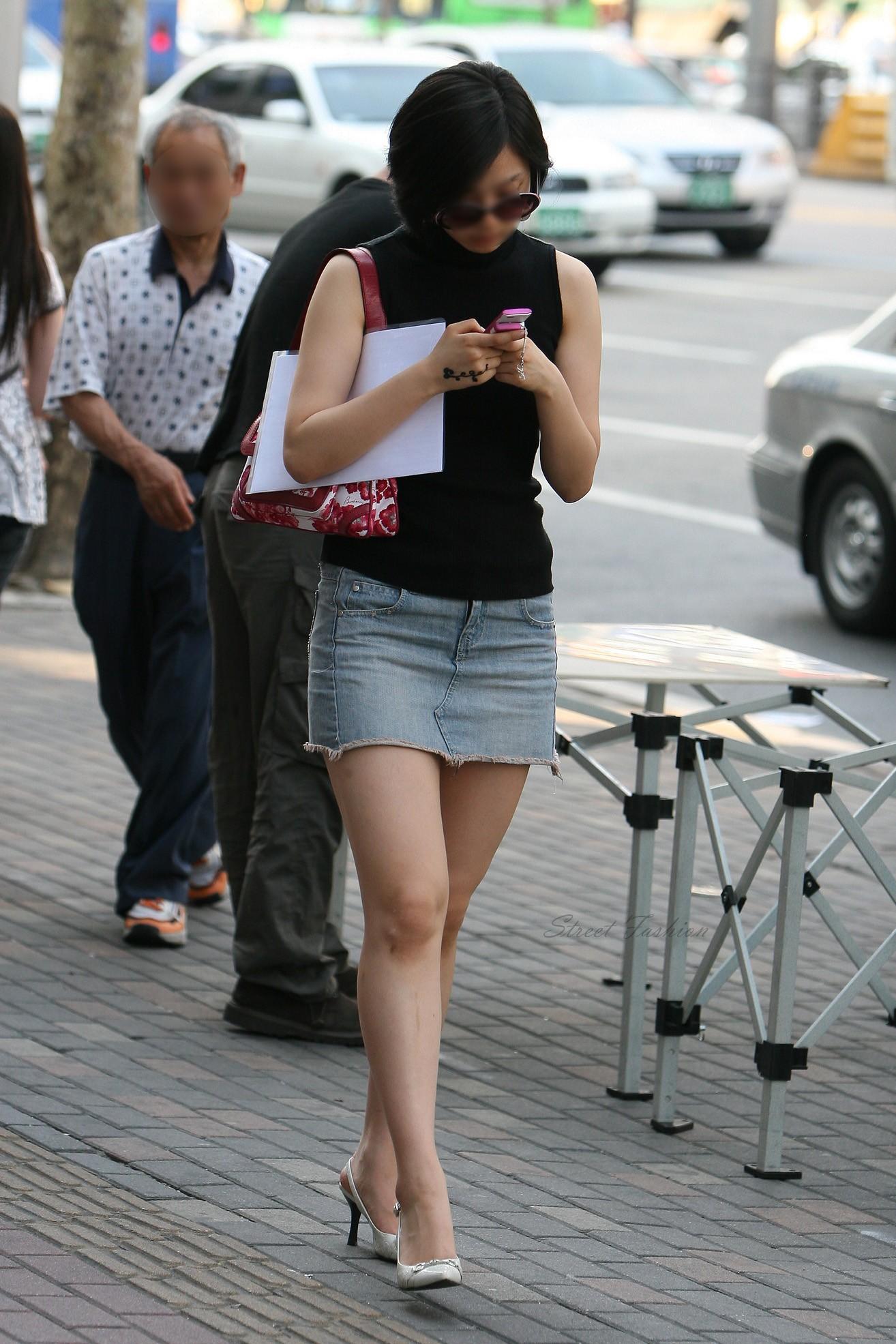 際どいファッションで街中を歩く半露出狂の韓国女性たち(画像25枚)・22枚目