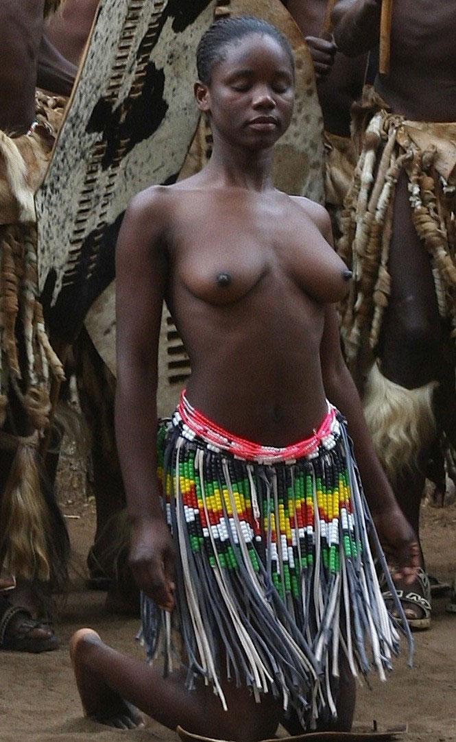 【ぐぅ有能】部族最強のおっぱいがコチラwwwwwwww(画像49枚)・27枚目