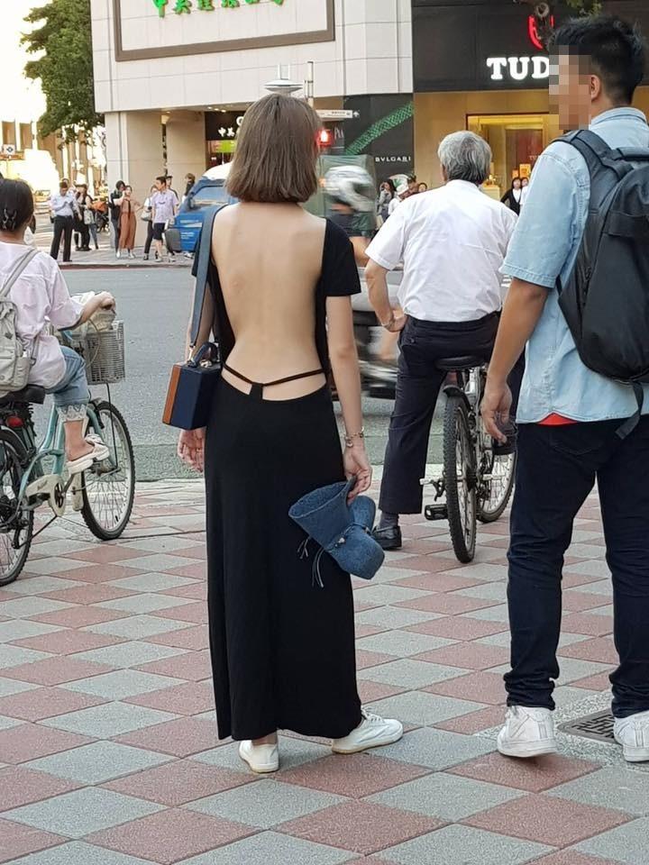 際どいファッションで街中を歩く半露出狂の韓国女性たち(画像25枚)・3枚目