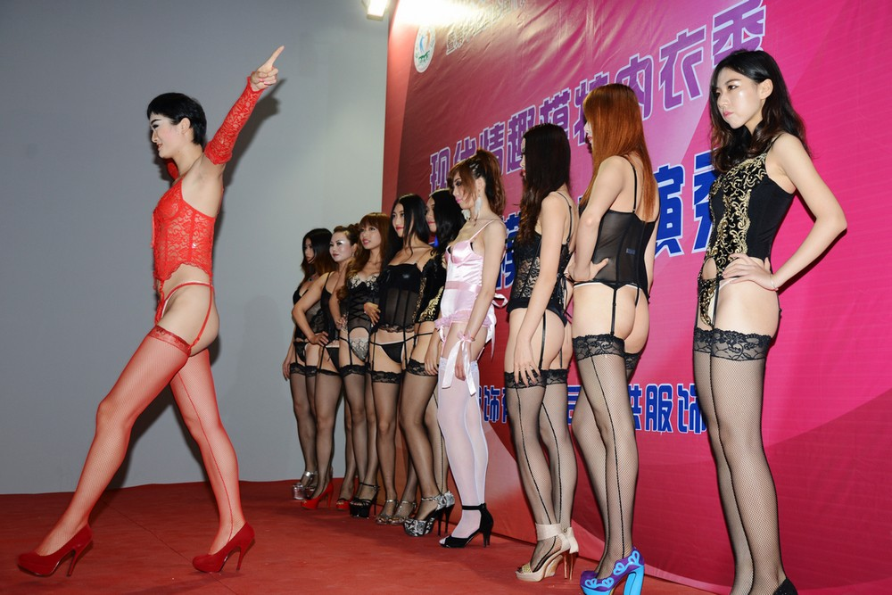 中国の下着モデルさん、がっつりマムコハミ出すwwwwwwww(※画像あり)・4枚目