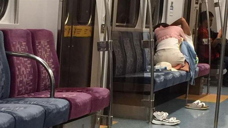 電車内で見せつけてくるバカップルを晒していく。(画像あり)・4枚目