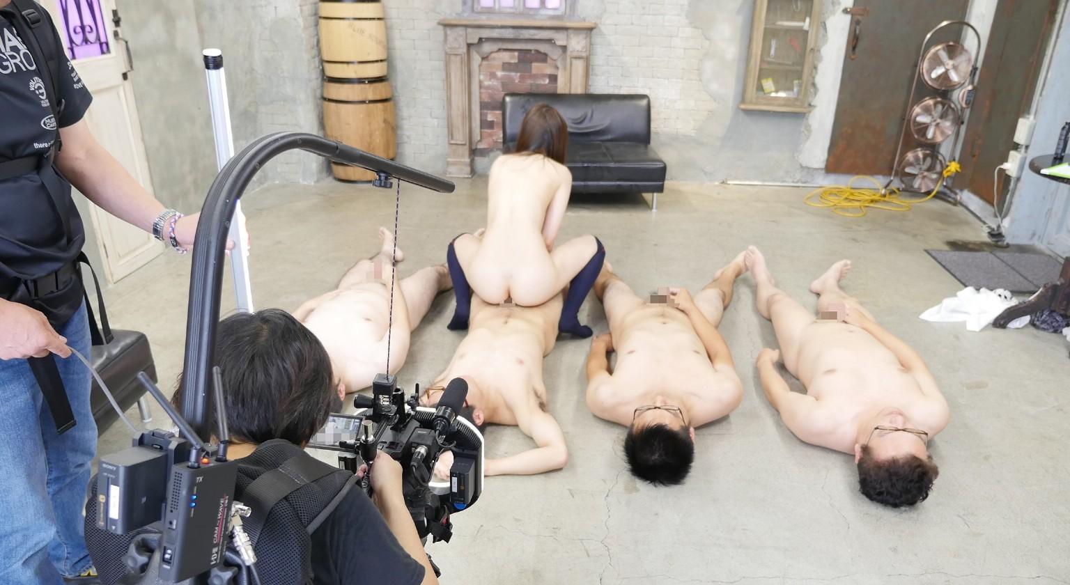 オープンすぎるAV撮影現場画像、想像と違っててワロタ。。。ワロタ。。。(画像56枚)・14枚目