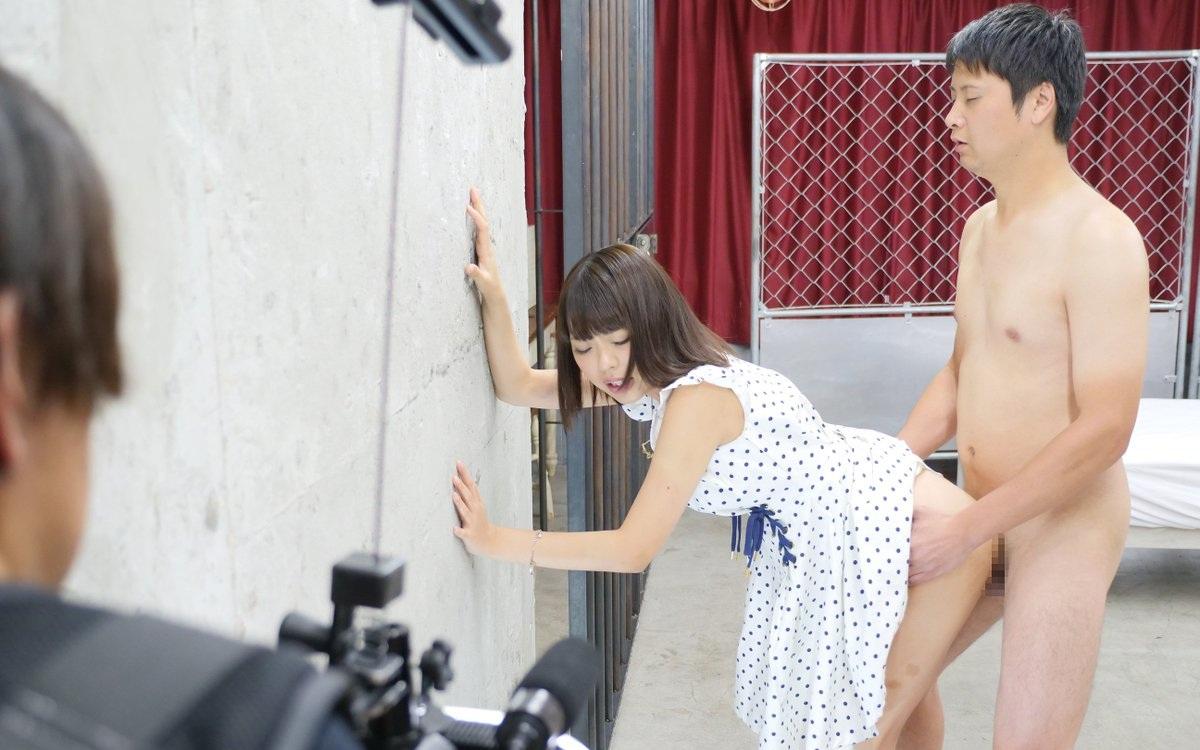 オープンすぎるAV撮影現場画像、想像と違っててワロタ。。。ワロタ。。。(画像56枚)・24枚目