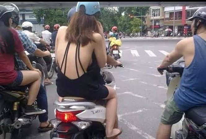 際どいファッションで街中を歩く半露出狂の韓国女性たち(画像25枚)・6枚目