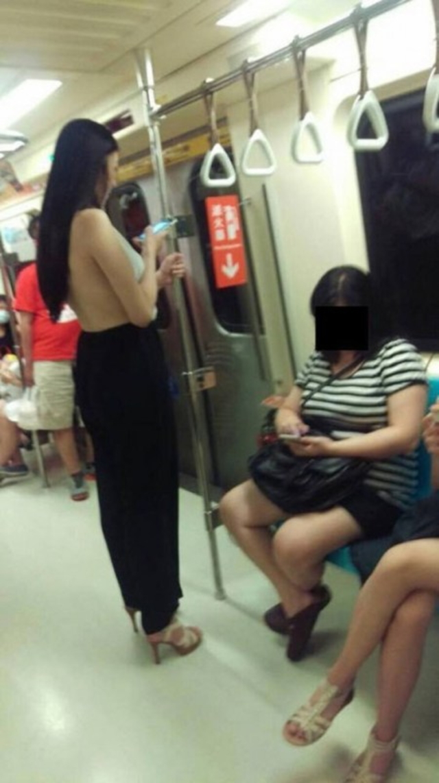 際どいファッションで街中を歩く半露出狂の韓国女性たち(画像25枚)・8枚目