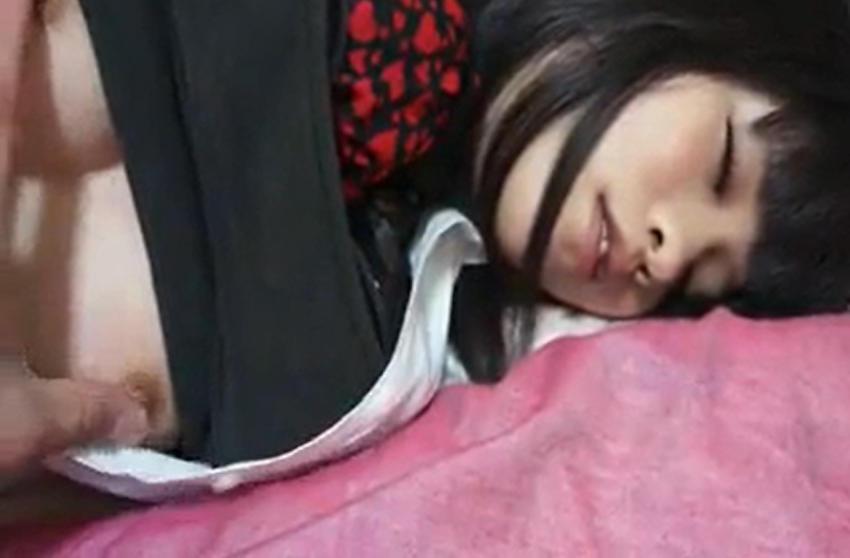 寝てる彼女を襲ってSNSで晒すクズ男多杉ワロタwwww(画像あり)・12枚目