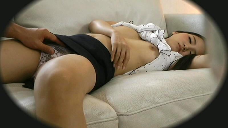 寝てる彼女を襲ってSNSで晒すクズ男多杉ワロタwwww(画像あり)・16枚目