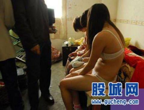 売春婦逮捕の瞬間、全裸のまま嬢が晒される・・・(画像あり)・18枚目