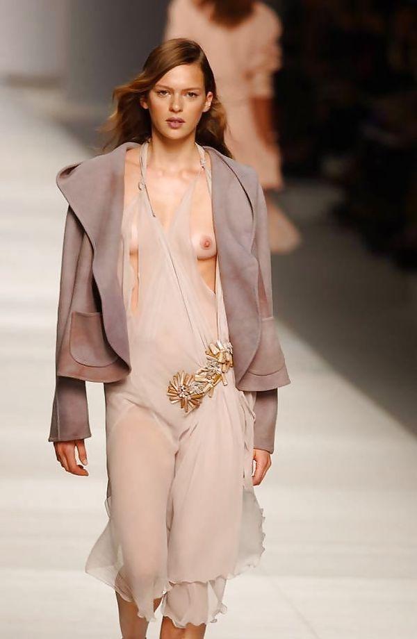 ファッションショーでプロモデルが犯した失態ハプニング集wwwwwww(画像29枚)・18枚目