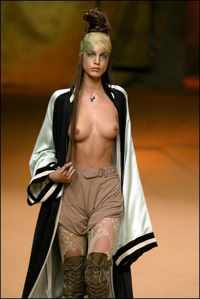 ファッションショーでプロモデルが犯した失態ハプニング集wwwwwww(画像29枚)・3枚目