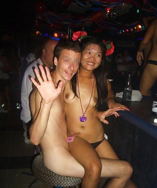 アジアの人気ガールズバーの実態をご覧ください。(画像30枚)・25枚目