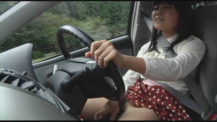 事故ったら即アウトーな運転中に自慰行為する女、マジキチすぎる・・・(画像あり)・3枚目