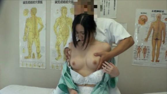 接骨院で日常的に行われている施術の実態がヤバすぎる・・・(エロ画像35枚)・3枚目