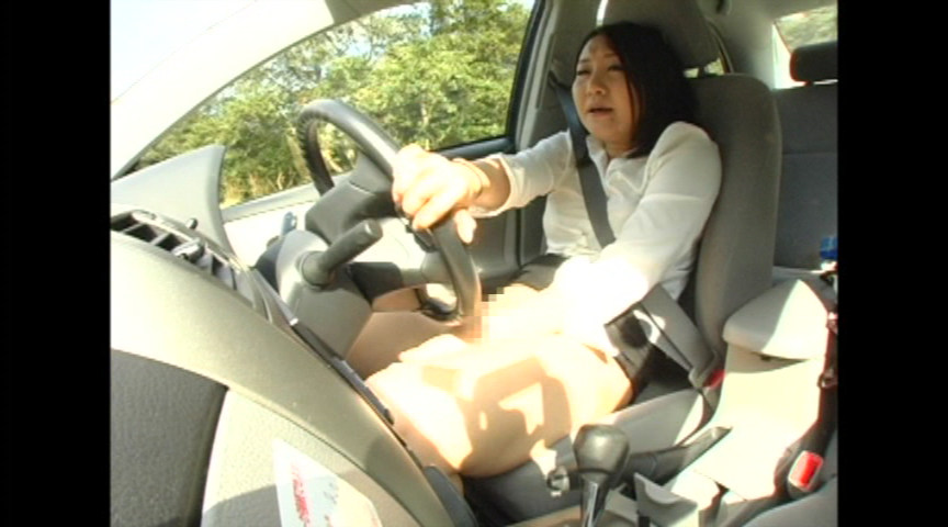 事故ったら即アウトーな運転中に自慰行為する女、マジキチすぎる・・・(画像あり)・5枚目