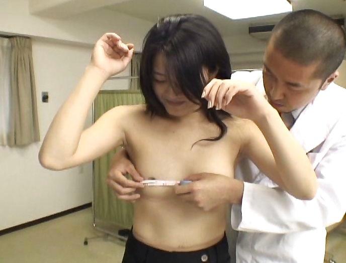 バストサイズ測定中の保健室覗いたったwwwwwwwwwww(画像あり)・8枚目