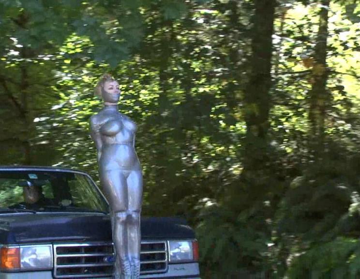 浮気するとこうなります。裸で連れ回されてる女ヤバすぎだろ。。(画像あり)・26枚目