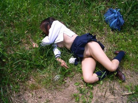全裸で野外放置されてる女の子、リアルすぎやろ。。。(25枚)・18枚目
