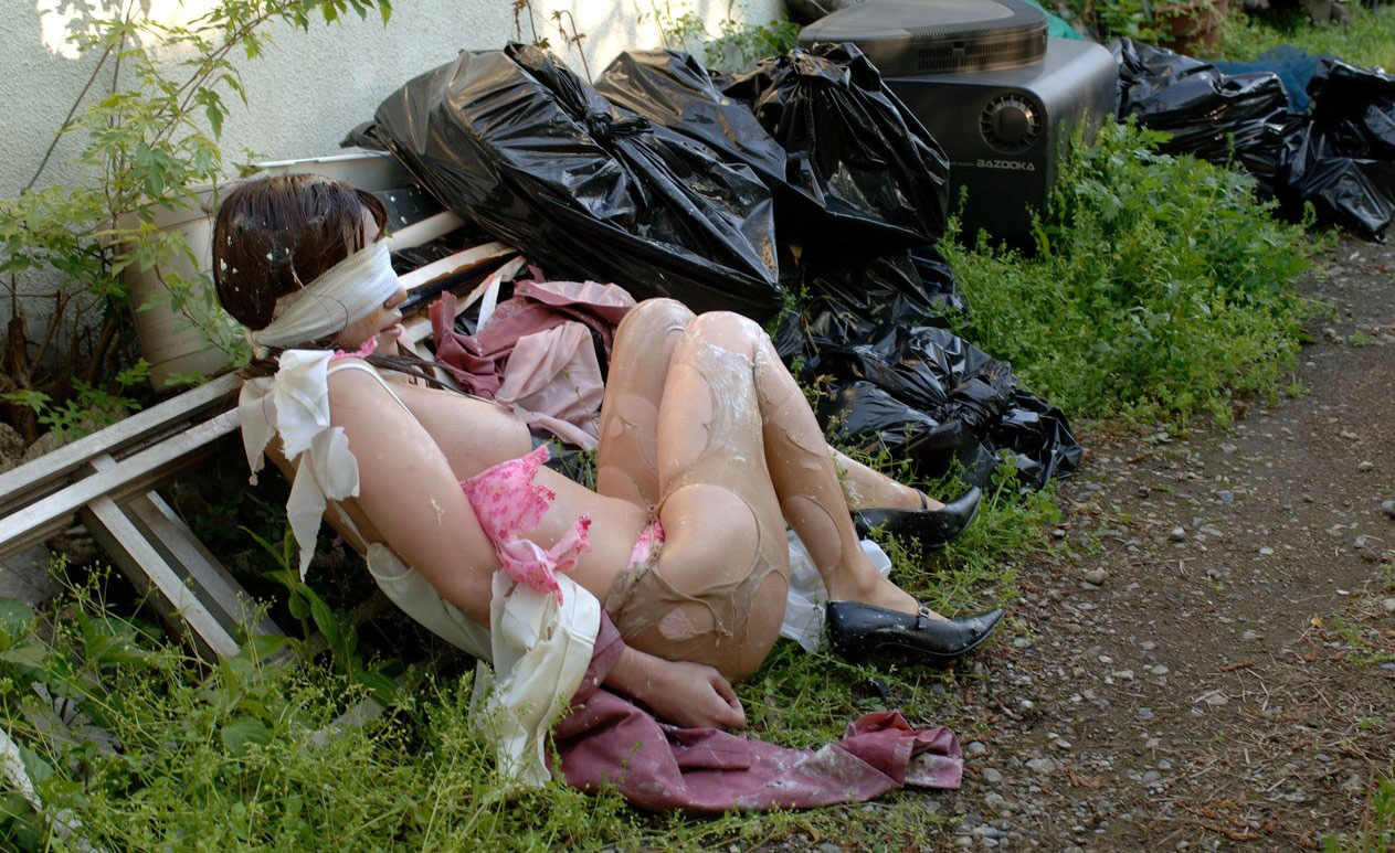 全裸で野外放置されてる女の子、リアルすぎやろ。。。(25枚)・6枚目