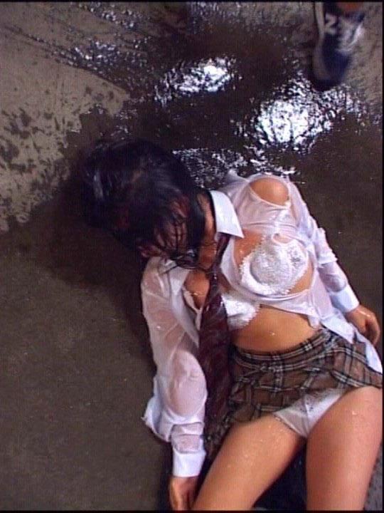 全裸で野外放置されてる女の子、リアルすぎやろ。。。(25枚)・7枚目