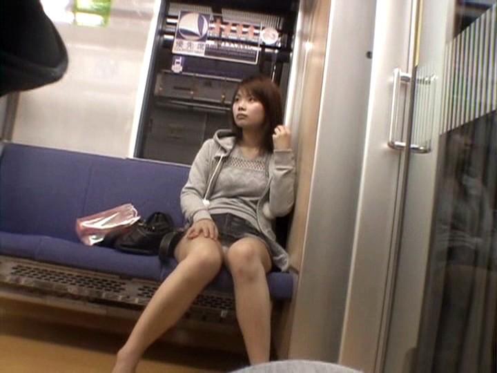 うわぁ・・・・・・・電車の向かいの席に露出狂がいる誰か助けて。。。(※画像あり)・14枚目