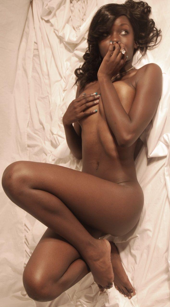 神スタイルの黒人女性のヌード勃起不可避やったwwwwww(画像25枚)・2枚目
