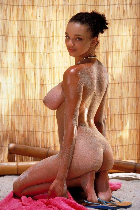 神スタイルの黒人女性のヌード勃起不可避やったwwwwww(画像25枚)・6枚目
