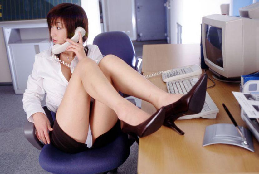 お仕事中の上司に「パンツ見えてますよ」と言えないもどかしさwwww(画像31枚)・7枚目