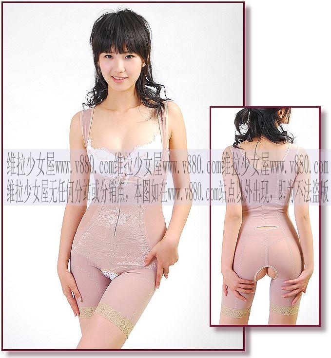 エロ格好の女性下着モデルたち。色々丸出しwwwwwww(画像31枚)・14枚目