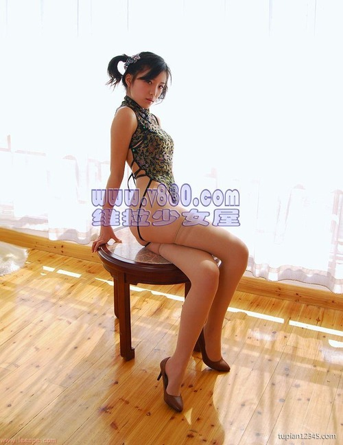 エロ格好の女性下着モデルたち。色々丸出しwwwwwww(画像31枚)・15枚目