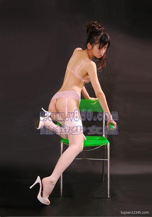 エロ格好の女性下着モデルたち。色々丸出しwwwwwww(画像31枚)・20枚目