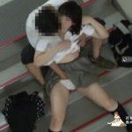 【カップル盗撮】高校生カップルさん、ハメる場所がなく学校の非常階段でイチャラブセックスするも晒されて人生終了・・・・